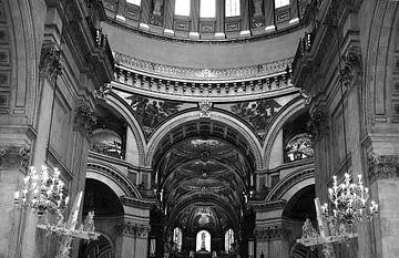 Im Inneren der Kirche von Chloe 23