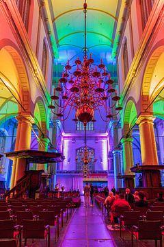Éclairage arc-en-ciel dans le Westerkerk d'Amsterdam