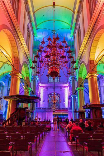 Regenboogverlichting in de Amsterdamse Westerkerk