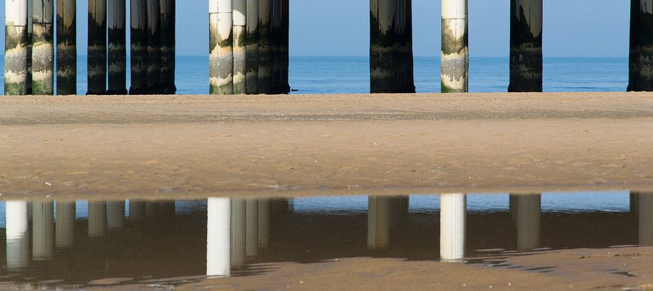 Spiegeling van de Scheveningse pier