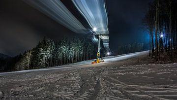 Piste de ski avec remontée éclairée sur Kim Bellen