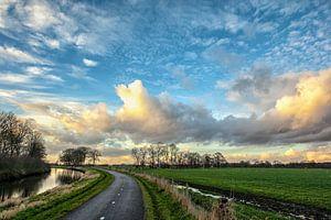 Wolkenlucht in de polder van