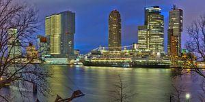 De Rotterdam met de MS Rotterdam in Rotterdam