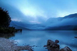 Het meer van Bohinj in de avond