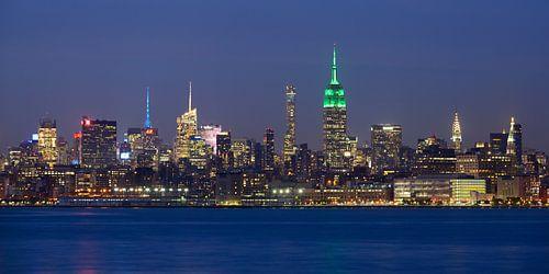 New York Skyline in de avond - Midtown Manhattan, panorama