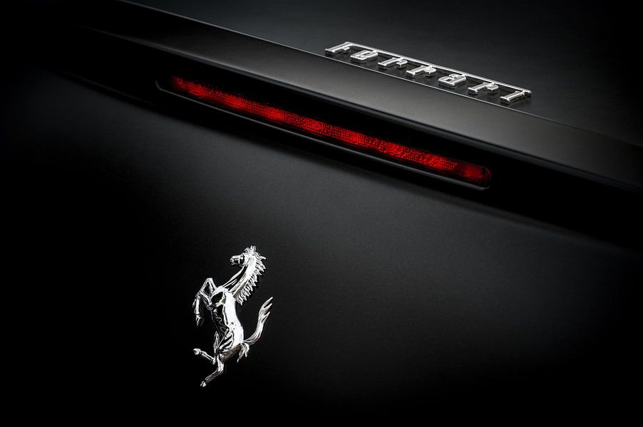 Zwarte Ferrari van Wim Slootweg