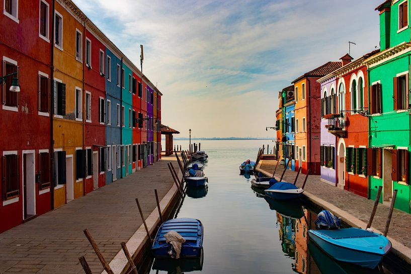 gekleurde huisjes van burano van Mark Lenoire