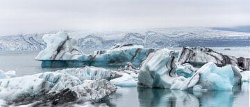 Het blauwe ijs van de gletsjer van René van Leeuwen
