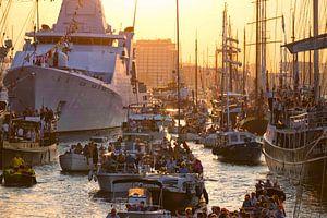 Amsterdam Sail 2015 in het avondlicht van Ruud van der Lubben