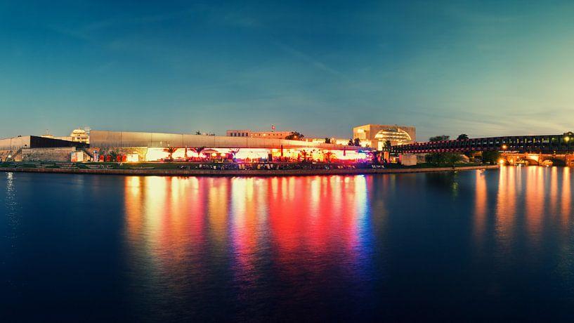 Berlin – Beach Bar at Spree River van Alexander Voss