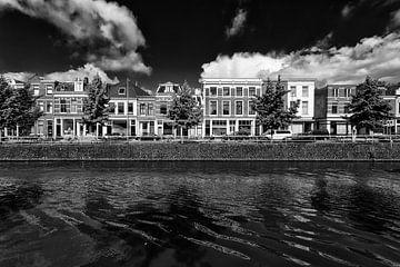 De Westerkade en de Vaartsche Rijn in Utrecht in zwart-wit van De Utrechtse Grachten