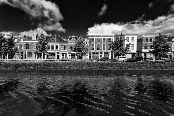De Westerkade en de Vaartsche Rijn in Utrecht in zwart-wit