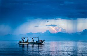 Bali, zee met vissers van
