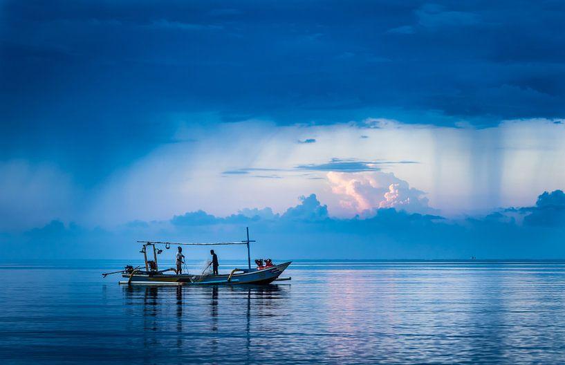Bali, Meer mit Fischern von Inge van den Brande