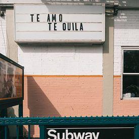 TE AMO TEQUILA quote op uithangbord boven een metrostation in New York van Michiel Dros