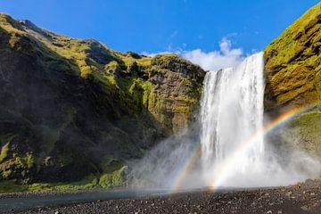 Chute d'eau Skogafoss en Islande sur Dieter Meyrl
