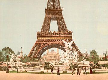Eiffel Tower and fountain, Exposition Universelle, Parijs van Vintage Afbeeldingen