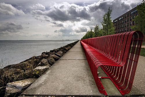 Red Bench van