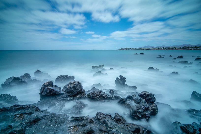 Rocks in the ocean van Robert Stienstra