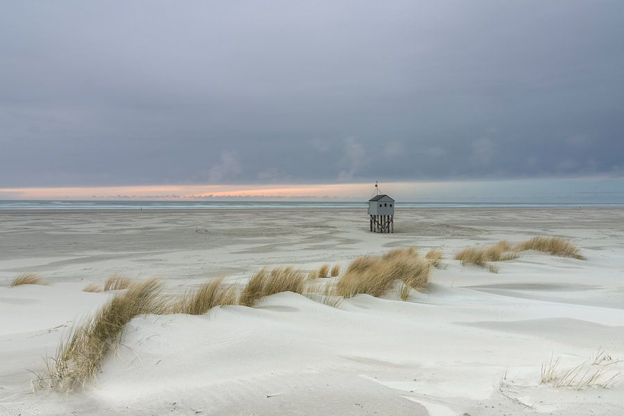 Weidse zee uitzicht Drenkelingenhuisje van Sander Grefte