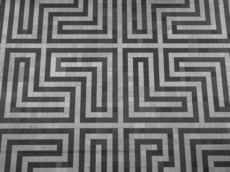 Zigzag vloertegels van Martijn Tilroe