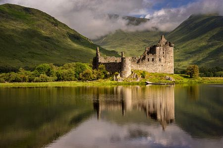 Kilchurn Castle reflection