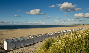 Strandhütten am Strand bei Vrouwenpolder von René Weijers