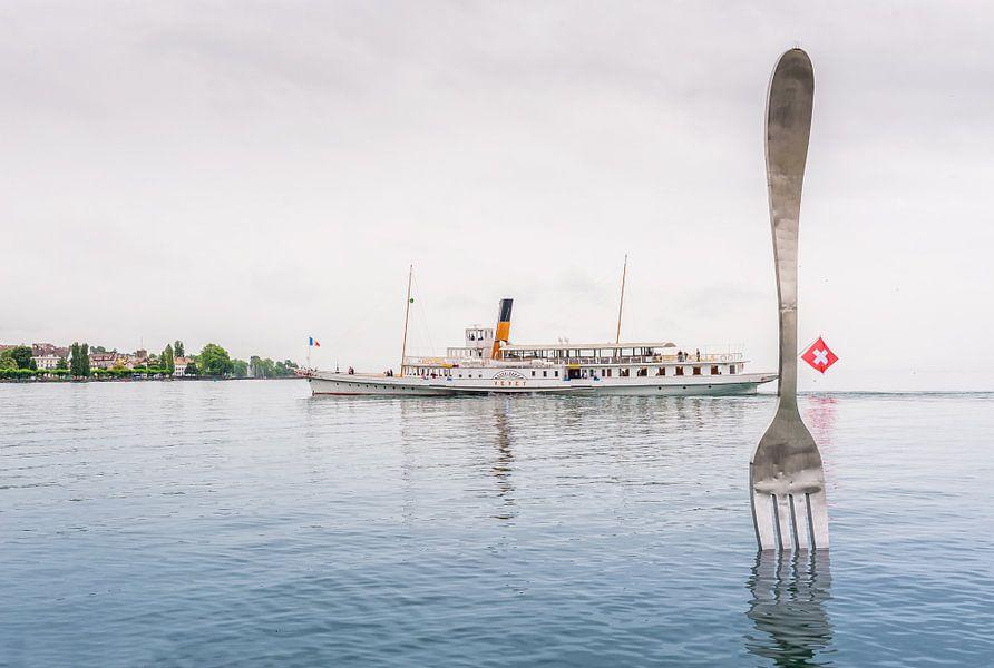 El vapor Vevey navegando por el lago Leman (Suiza)