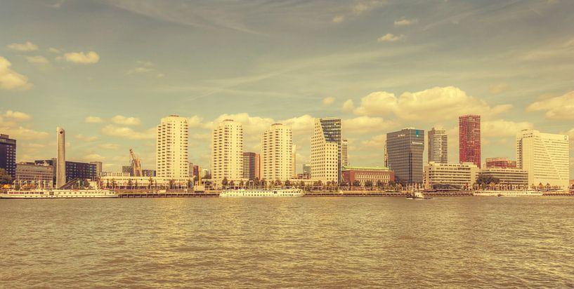 Skyline Rotterdam vanaf de Maasboulevard(vintage look) van John Kreukniet