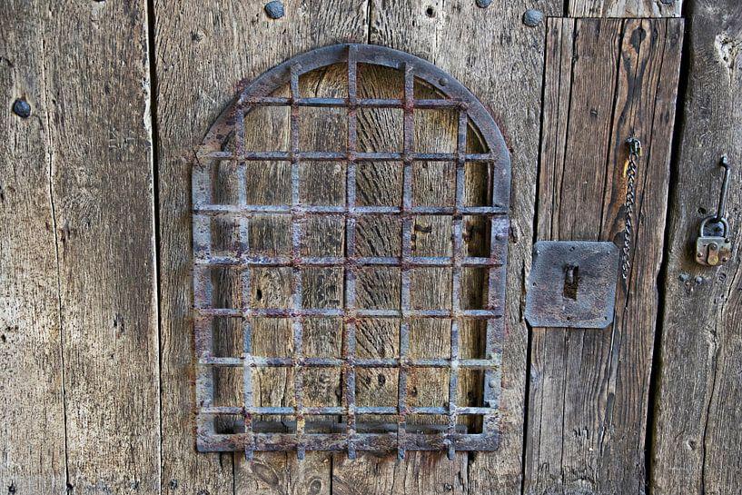 Oude houten poort van RK