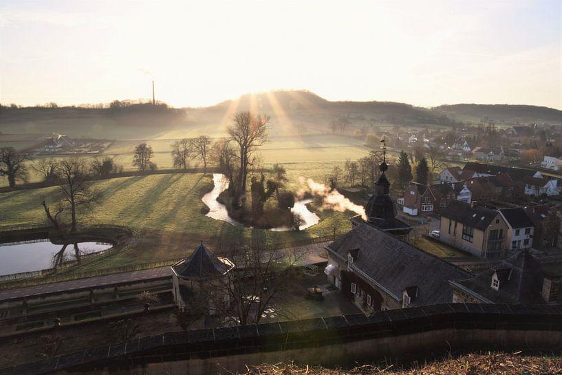 Meanderende rivier in het Mergelland op de grens tussen Vlaanderen en Nederland (chateau neercanne) van Maarten Honinx