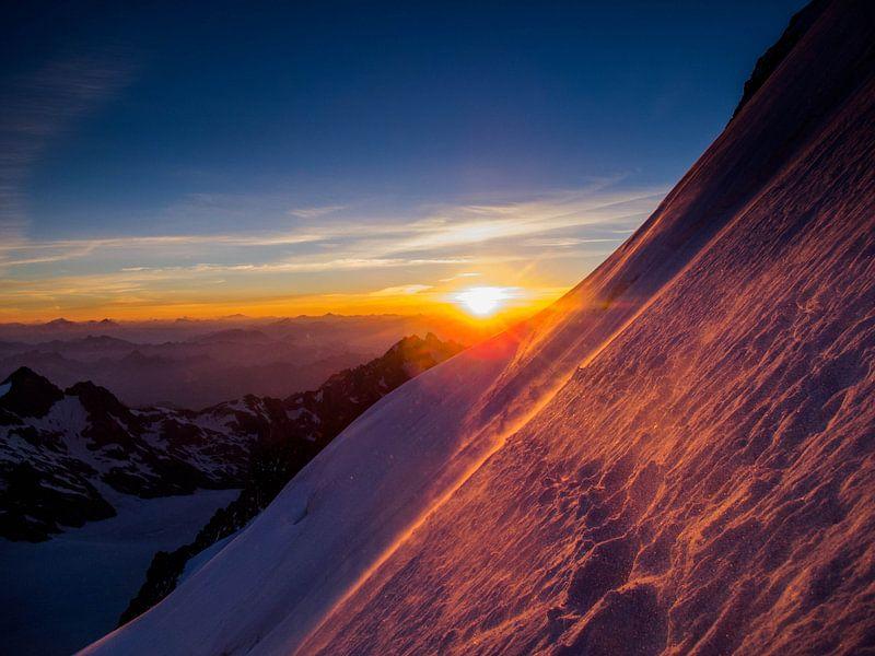 Sonnenaufgang über den Ecrins von menno visser