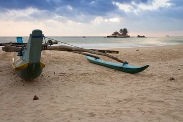 Boot op het strand in Sri Lanka von