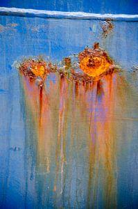 Scheepsromp met twee roestplekken van Frans Blok