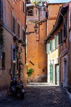 Fahrspur mit Roller in Rom von Mickéle Godderis