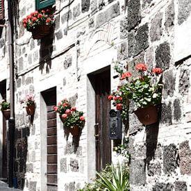 Toscaans dorp huisgevel Italië van Hendrik-Jan Kornelis