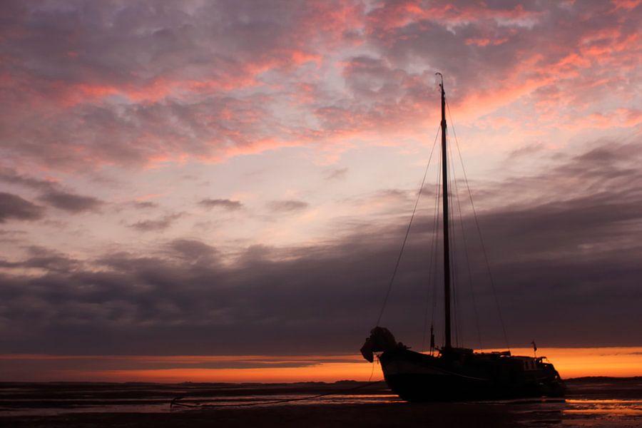 Zeilboot op het wad