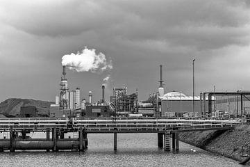 Industrieel beeld vanuit De Botlek Rotterdam (Geulhaven) van Rick van der Poorten
