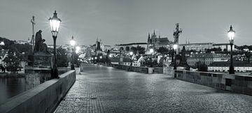 Karlsbrücke zur blauen Stunde, Prag von Markus Lange