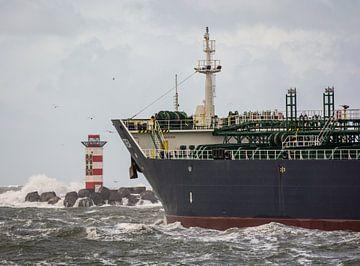 Zeeschip onderweg naar verre bestemmingen in de storm. van scheepskijkerhavenfotografie