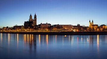 Magdeburg Skyline zur blauen Stunde von Frank Herrmann