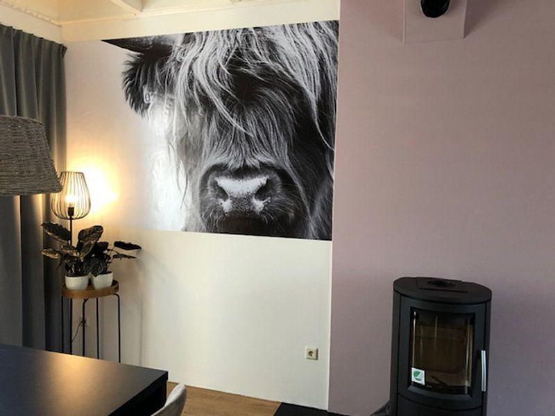 Photo de nos clients: Portret Schotse Hooglander zwart-wit sur Sandra van Kampen, sur poster