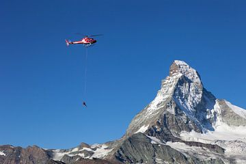 Air Zermatt en Matterhorn van Menno Boermans