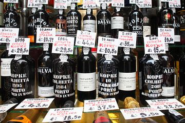 Portweinflaschen,  Schaufenster,  Rua Fernandes Tomas, Porto, Distrikt Porto, Portugal, Europa