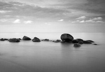 Steine im Meer von Frank Herrmann