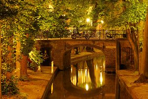 Quintijnsbrug over de Nieuwegracht in Utrecht sur Donker Utrecht