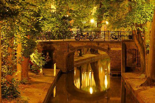 Quintijnsbrug over de Nieuwegracht in Utrecht von Donker Utrecht