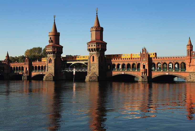 Oberbaumbrücke Berlijn met ondergrondse trein van Frank Herrmann