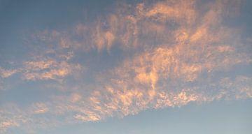 Wolken tijdens zonsondergang van Percy's fotografie