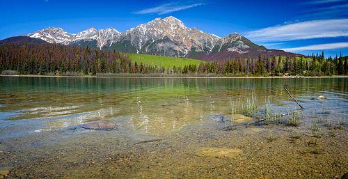 Berglandschap met helder meer, Brits Columbia, Canada